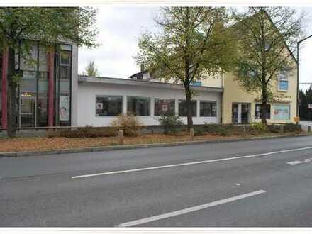 VL 08901 Laden an stark frequentierten Kreuzung Nürnberg Ost