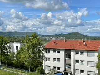 Wohnung mit vier Zimmern sowie Balkon und EBK in Eningen