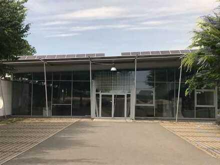 Moderne Industrie - und Lagerhalle