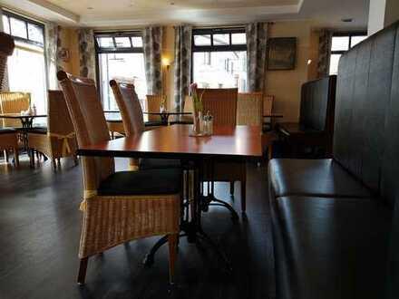 Café/Bistro mit großer Küche und Terrasse