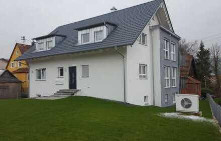 Schöne, moderne 4 Zimmer-Wohnung mit großem Balkon zu vermieten !