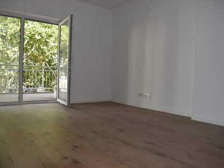 Renovierte 3,5-Zimmer-Wohnung mit großem Balkon in zentraler Lage