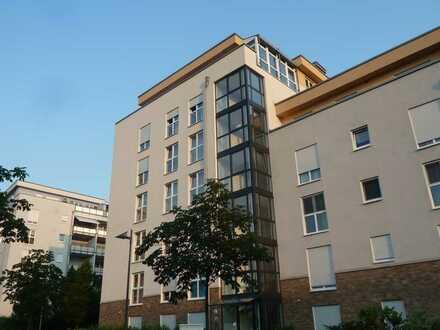 Rebstockpark: Moderne Luxus-Penthousewohnung mit großer Dachterrasse