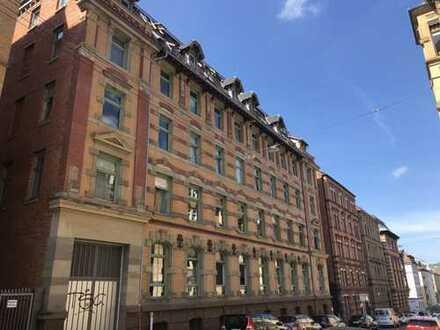 S-WEST! Stilvolle 3-Zimmer-Maisonette-Wohnung mit Blick über die Dächer Stuttgarts