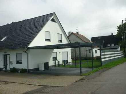 Modernes Neuwertges Energiesprarhaus mit fünf Zimmern in München, Feldmoching