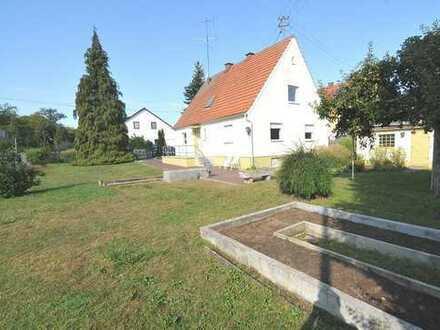 Charmantes Einfamilienhaus mit sonnigem Grundstück