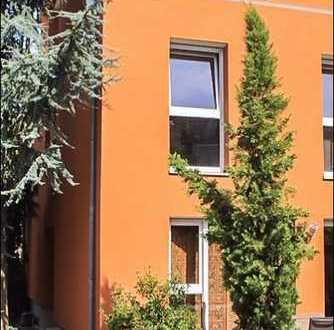 *** Mediterranes Stadthaus zum Wohlfühlen *** neuwertiges Reihenendhaus mit grüner Oase