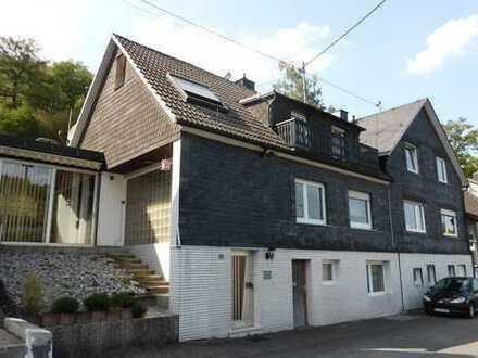 Großes Doppelhaus mit 3 Garagen, Garten und Terrassen in Waldrandlage von Freudenberg-Oberfischbach