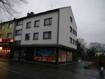 Schöne helle Dachgeschoss-Wohnung mit Balkon in Duisburg-Hochheide