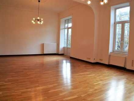 HIGH CLASS 4-BEDROOM APARTMENT WITH GARAGE * WI-CENTER * RENOVATED
