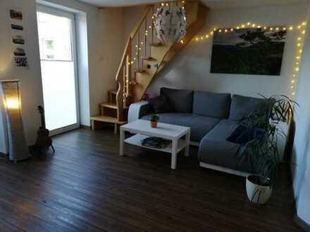 Neuwertige 2-Zimmer-Maisonette-Wohnung mit Balkon und Einbauküche in Emden