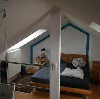 Außergewöhnliche, gepflegte 3,5-Zimmer-Wohnung mit Balkon und EBK in Frankfurt am Main