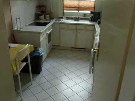 Ruhiges helles Zimmer ca. 20 qm zur Untervermietung nur an berufstätige Einzelpersonen o. Rentner