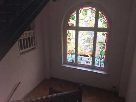Geräumige 2 Raumwohnung in schöner Villa