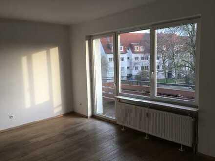 Gepflegte 3-Zimmer-Whg., 1. OG, 90 m², gr. Balkon - Nähe REWE und VW-Werk, Straßenbahn 2 Min.
