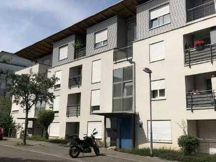 Schöne sonnige und ruhig gelegene 3 ½ Zimmer Wohnung, mit Balkon und EBK in Waiblingen