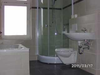 4 Zi Maisonette mit Badewanne und Dusche, grüner Hof