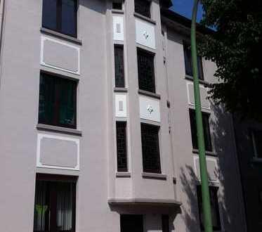 Herne Mitte, helle Mansarden Wohnung, 2 Zimmer, K,D,B, helles Laminat, City nah