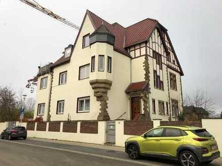 Stadnahe, geräumige 5-Zimmer-Wohnung mit Balkon in Düren
