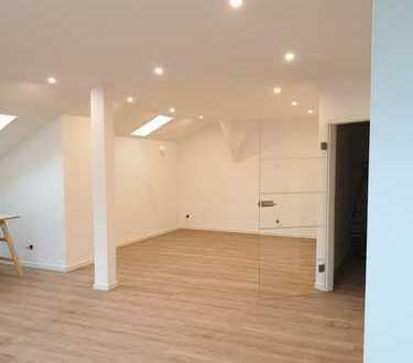 Erstbezug: helle, großzügige 3-Zimmer-Dachgeschosswohnung mit Balkon in Hepberg