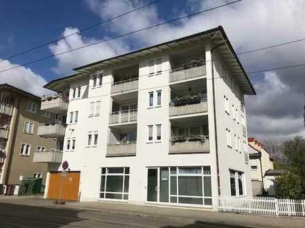 Schöne 1 Raum Dachgeschoss-Wohnung mit Balkon! Frei ab Sofort!