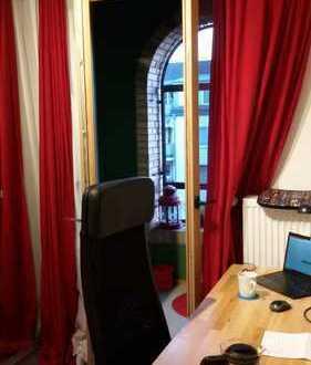 Schickes Zimmer in 2er WG mit eigenem Balkon