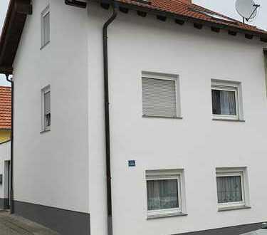 Schöne, modernisierte Doppelhaushälfte mit 5 Zimmern und Terrasse