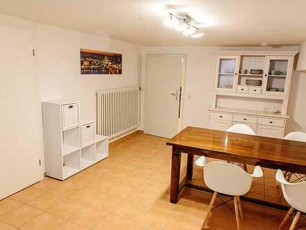 NUR FÜR PENDLER: 2,5-Raum-Wohnung voll möbliert und löffelfertig in Koeln