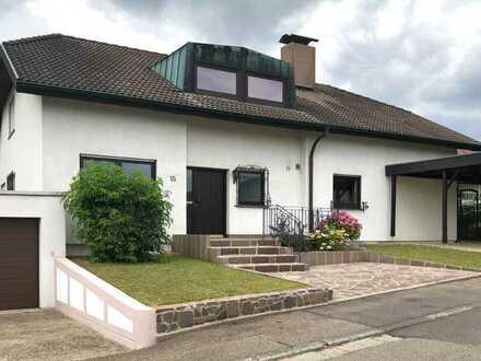Freistehendes Einfamilienhaus mit großen Garten