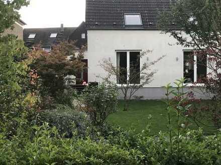 Zentral gelegenes, helles, ruhiges Haus mit großem Garten in Düsseldorf, Gerresheim/Grafenberg
