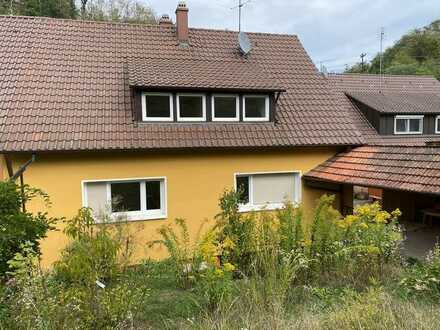 Neu renovierte Doppelhaushälfte in zentrumsnaher Lage