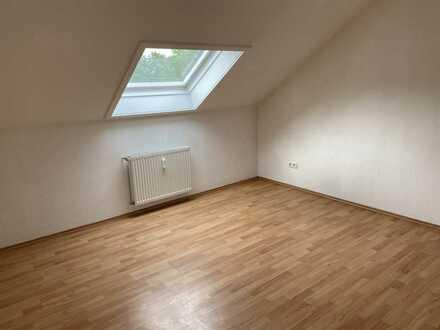 Gepflegte 2-Zimmer-DG-Wohnung mit EBK in Hargesheim