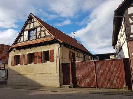 Erwerb als Ensemble oder Einzeln - sanierungsbedürftiges Wohnhaus mit zusätzlichem Baugrundstück