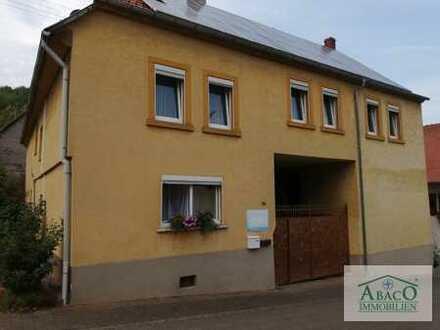 Wohnhaus mit Photovoltaik, Innenhof, Stall + Scheune auf großem Grundstück i.d Ortsmitte, einschl.LF