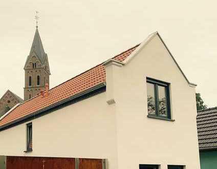 Erstbezug nach Kernsanierung! Einfamilienhaus mit Innenhof, sep. Einzimmerstudio, Remise und Garten