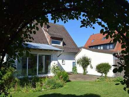 RESERVIERT - Liebevoll gepflegtes Einfamilienhaus in Lemgo- mit wunderschön angelegtem Garten