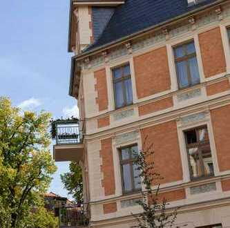 Für Kapitalanleger: Vermietete, exklusive, sanierte 2-Zimmer-DG-Wohnung mit Balkon und EBK