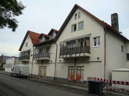 zentral gelegene renovierte 1-Zimmer-Wohnung über EDEKA-Markt