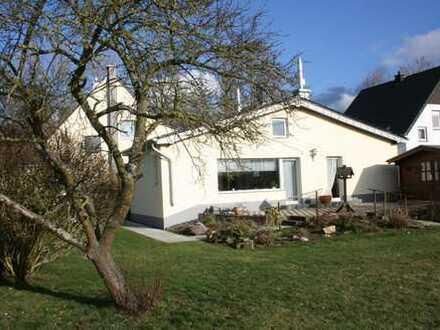 Einfamilienhaus mit angebautem Bungalow auf großem Grundstück in Wachtberg-Villip