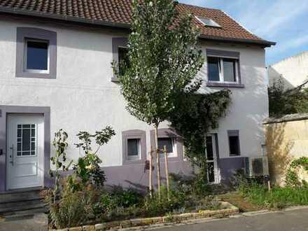 Saniertes Einfamilienhaus in ruhiger Lage, Zentrumsnähe Grünstadt