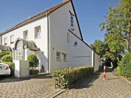 Karlsfeld, Bestlage in ruhiger Wohngegend - großzügige DHH mit tollem Garten, Pool und Garage!