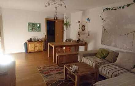 Exklusive, gepflegte 2-Zimmer-Hochparterre-Wohnung mit Balkon und EBK in Augsburg