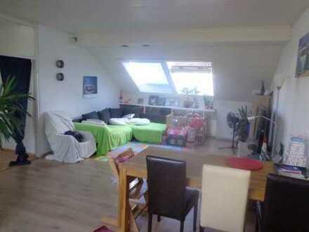 Schöne Helle Lichtdurchflutete DG-Wohnung in toller AussichtsLage nur 500 zum Tierpark und FHW