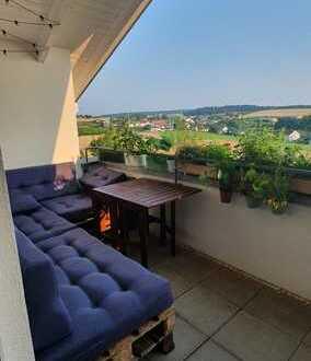 Gepflegte Dachgeschosswohnung mit drei Zimmern sowie Balkon und Einbauküche in Bad Saulgau