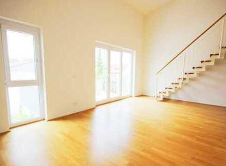 Große, helle 2 Zimmer Maisonettewohnung mit Süd- Balkon, Fahrstuhl und TG Platz