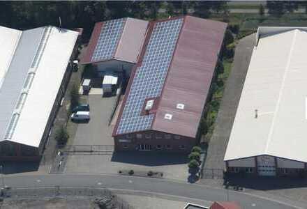 Gewerbehalle mit Bürotrakt und Werkstatt, insgesamt 1.800 m²