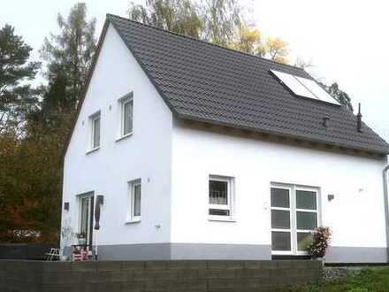 Einfamilienhaus mit Exlusiver Ausstattung, Garten, Terrasse.