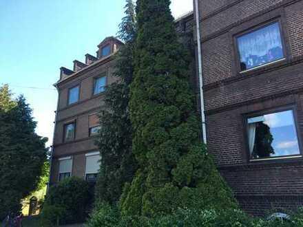 3-Zimmer Wohnung in schönem soliden Altbau zu verkaufen - von Privat