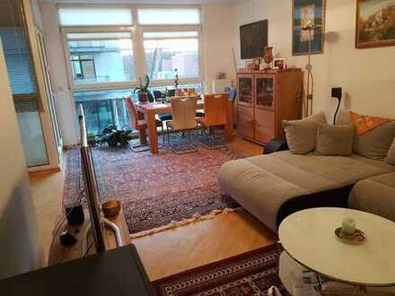Stilvolle, lichtdurchflutete 3-Zimmer-Wohnung mit großem Balkon und Einbauküche in Hürth-Efferen