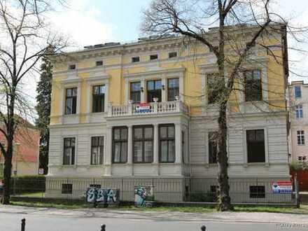 Traumvilla im begehrten Potsdam mit Garten und Remise!